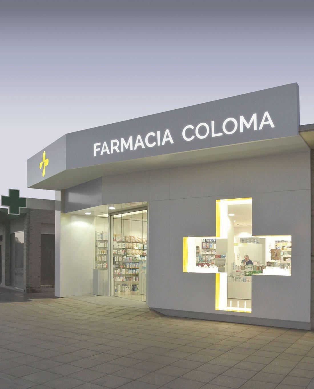 farmacia coloma. fachada de aluminio de la marca alucore®.