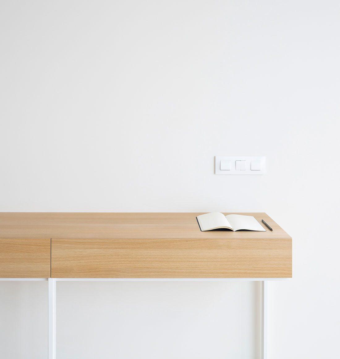Interiorismo-valencia-reforma-adencia_de_viajes. escritorio_de_diseño.