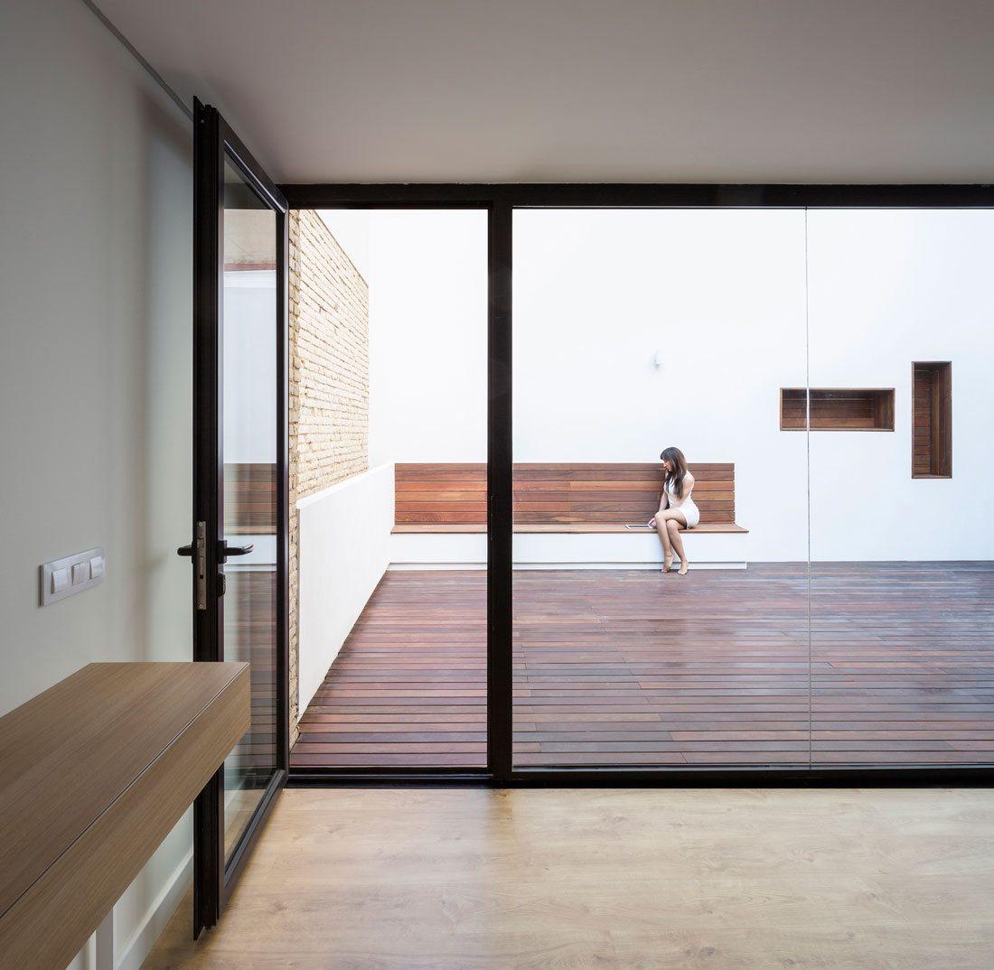 Interiorismo-valencia-reforma-adencia_de_viajes. patio-interior.