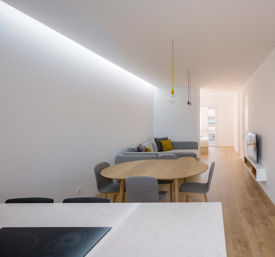 reforma ático babel arquitecto valencia foto daniel rueda cuerda cocina abierta sala de estar